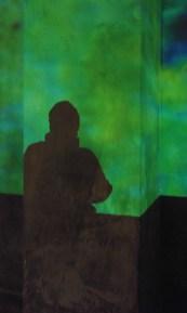 Barbara als Silhouette in den Kolonnaden der Alten Nationalbibliothek