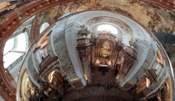 Aerocene Around the World im Innenraum der Karlskirche
