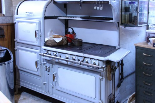 the impressive stove in Jay's kitchen