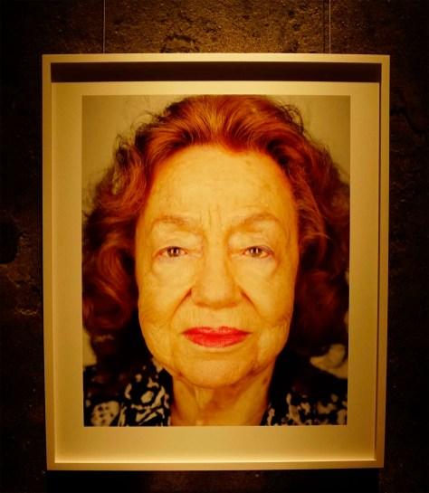 Sie wurde ins Ghetto Bedzin in Polen umgesiedelt. Dann wurde ihre Mutter zur Zwangsarbeit in einer deutschen Fabrik eingeteilt. Später wurden sie von deutschen Christen versteckt.