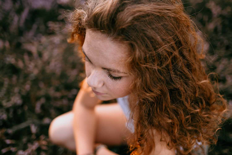 portret tiener meisje golden hour zomer