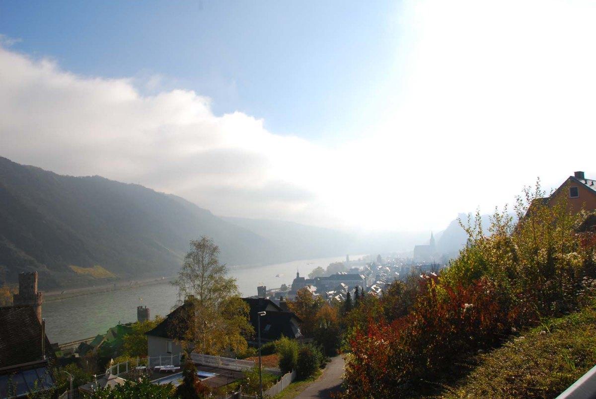 Blick auf den Rhein bei Oberwesel - Auf dem Weg zum Günderodehaus