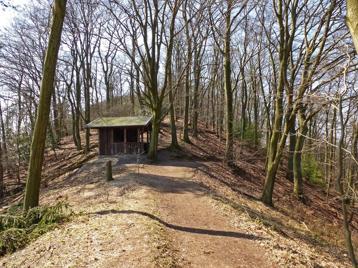 Pfad am Breiberg und Hütte