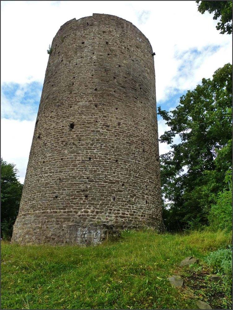 Bergfried an der Burgruine Blankenberg