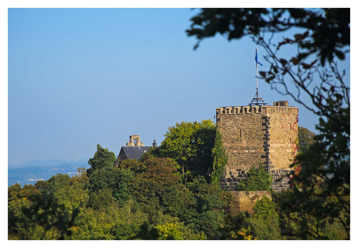 Die Burg Rheineck erscheint das erste Mal. Später stelle ich fest, dass sie nicht mehr zur Besichtigung frei gegeben ist.