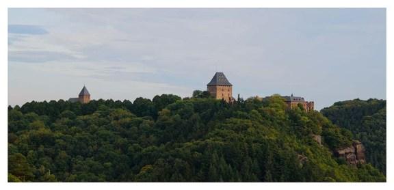 Irgendwann gerät die Burg in unser Blickfeld, nun ist es nicht mehr weit