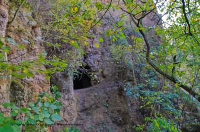 Blick auf die Höhle