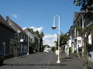 Blick die Dorfstraße runter, ältere Aufnahme