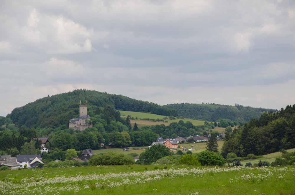 Idyllische Eifel - Burg - Dreimühlenwasserfall - Nohner Mühle