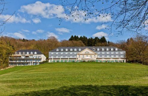 """Das alte Haniel-Schlößchen """"Maria in der Aue"""". Hotel, Tagungsstätte, Café-Restaurant, Ausflugsziel."""
