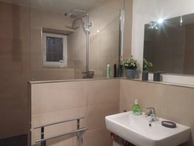 Begehbare Dusche, eher Duschtanzsaal ;-)