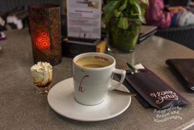 Kaffee trinken und Pfannkuchen essen in Arcen.