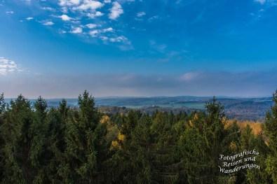 Blick vom Aussichtsturm Auf dem Lindchen - In der Ferne Schloss Homburg