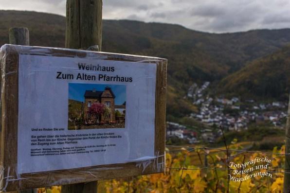 Blick auf Rech, bzw. ein Hinweisschild zum Weinhaus Zum Alten Pfarrhaus