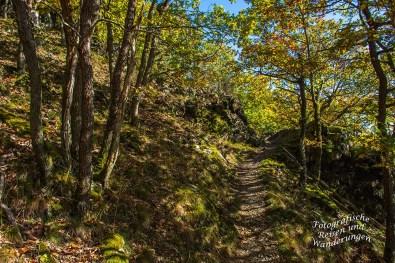 Felsige schmale Pfade auf dem Mosel-Seitensprung Graf Georg Johannes Weg