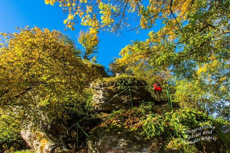 Hinauf auf den Felskegel der Burgruine Hunolstein