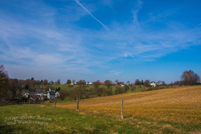 Blick auf die Felder am Rand von Bellinghausen