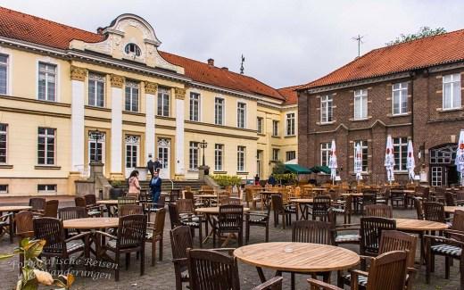 """Seit einigen Wochen steht fest, ich möchte mir Westerholt anschauen. Einige Fotobeiträge und das Buch """"Ruhrgebiet WANDERN - KULTUR- GENUSS"""" haben mich dazu motiviert. Eine Wanderung aus dem vorgenannten Buch bietet dem Leser eine """"Wanderung zwischen Schloss Westerholt und Schloss Berge"""""""