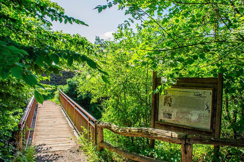 Über die Brücke zur Vorburg