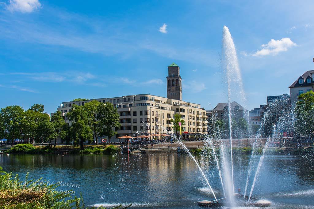 Wasserfontaine auf der Ruhr