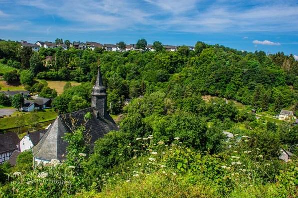Blick auf die Kapelle unterhalb der Virneburg