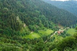 Der Blick ins Tal ist so schön, dass man unwillkürlich die Luft anhält