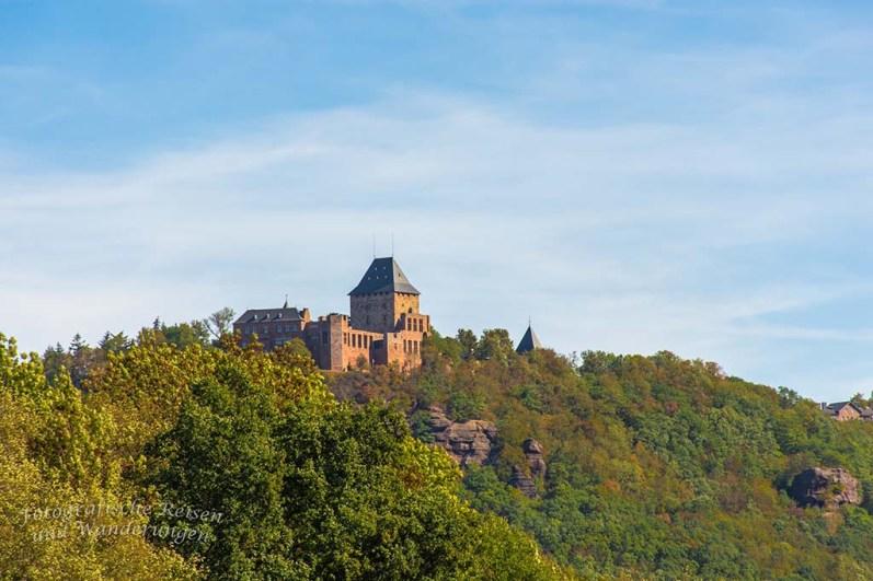 Die Burg Nideggen schiebt sich in mein Blickfeld