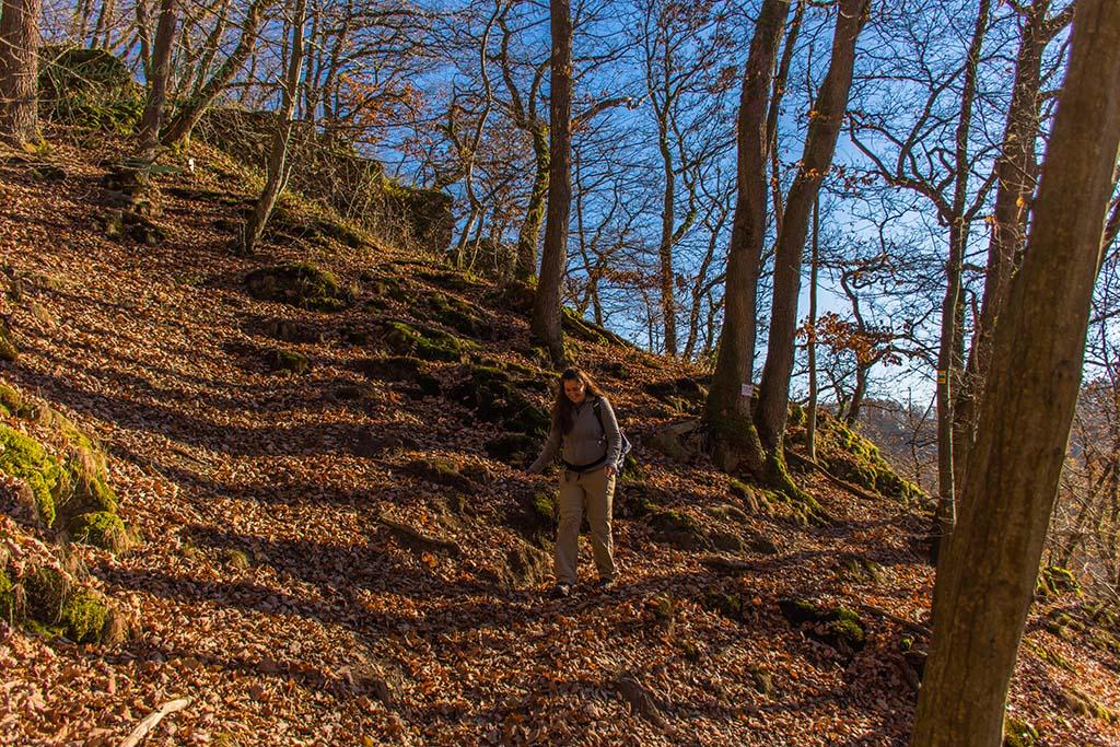 Tanja auf dem Weg den Hügel hinunter
