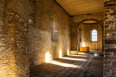 Lichtspiel im Inneren der Kirche in Wollseifen