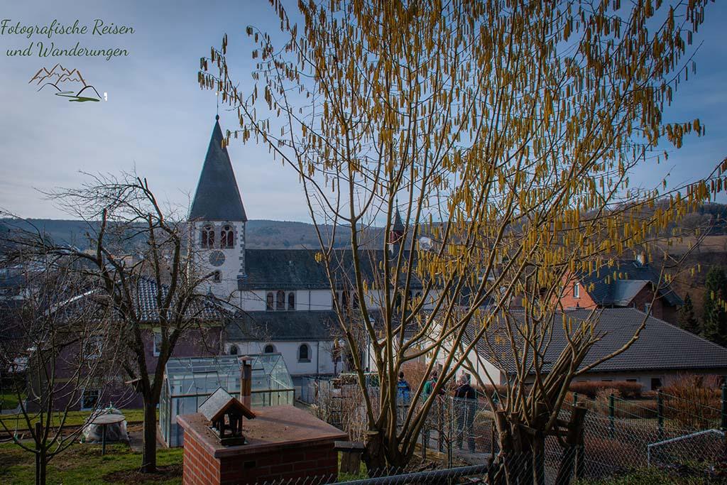 Blick auf die St. Joseph Kirche in Niederelbert