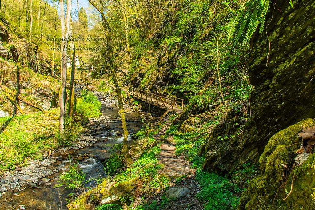Neue Brücke vor der Browelsmühle - Wandern an der Wilden Endert