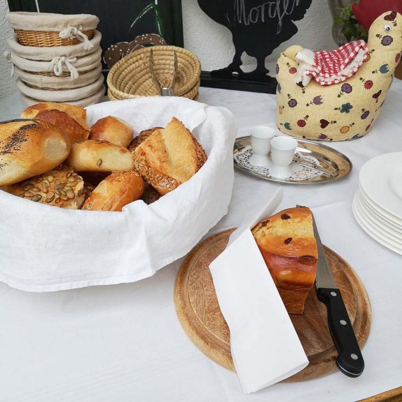 Frühstück im Haus Am Hahnenberg-Winter im Mai auf dem Eifelsteig