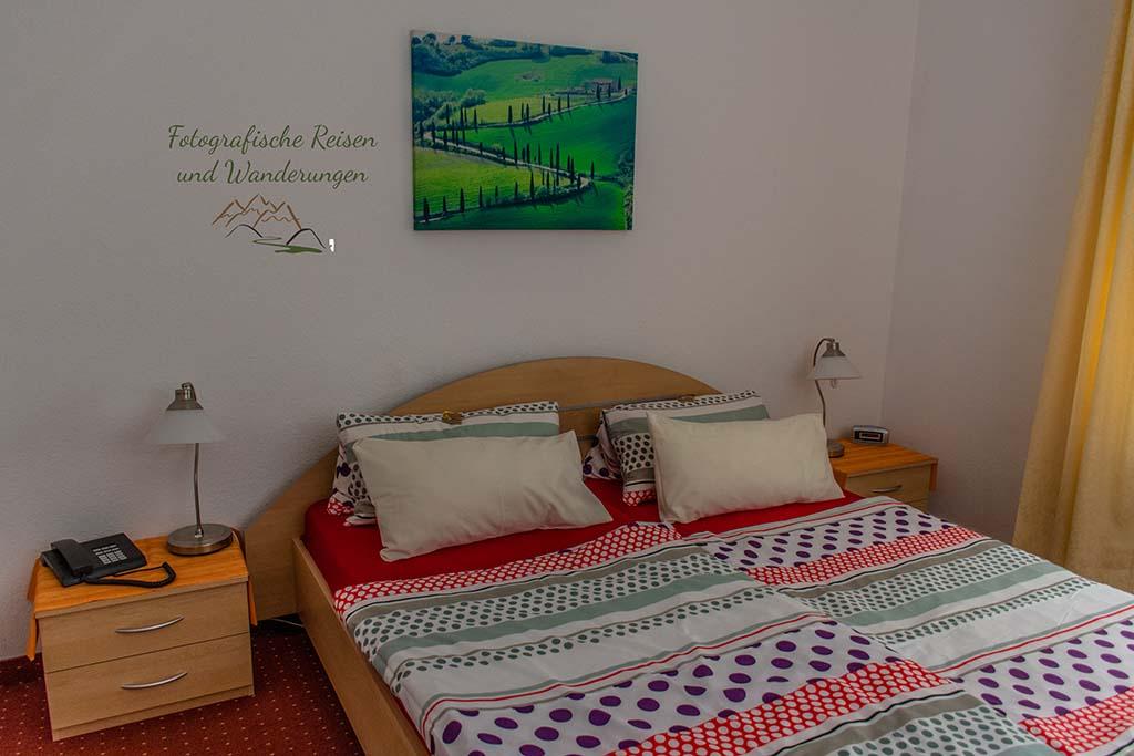 Bett im Hotel Salzberg - Eifelsteig wandern