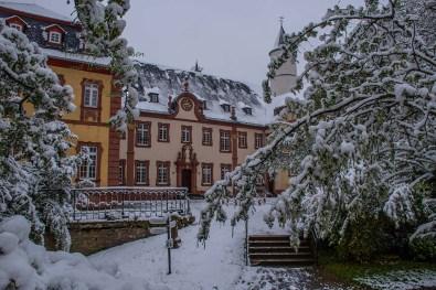 'Außenansicht Kloster Steinfeld- Winter im Mai