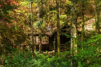 Kleine Hütte an einer der Fischteiche