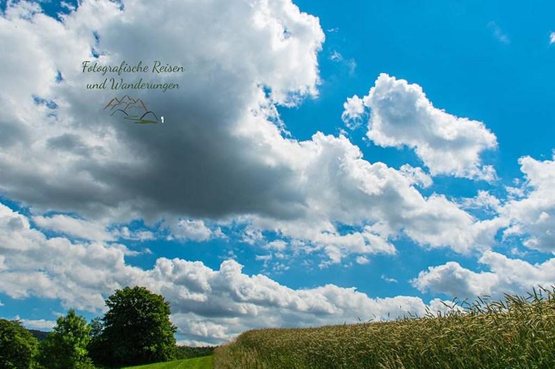 Tief fleigende Wolken bei Frücht