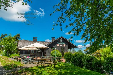 Wacholderhütte auf dem Wabelsberg - Wacholderheide in der Eifel