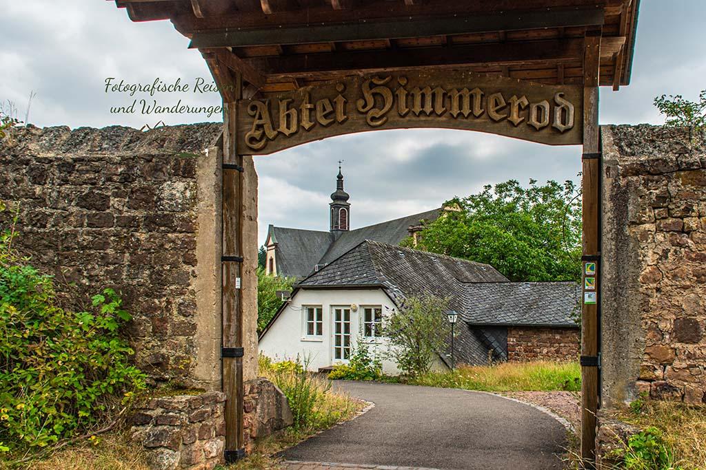 Eingang Kloster - Eifelsteig zwischen Manderscheid und Himmerod