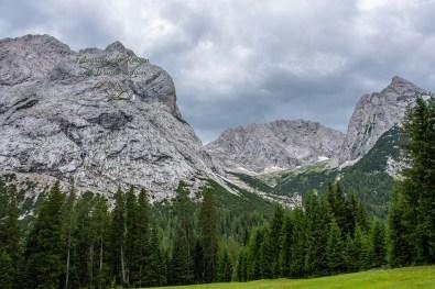 Von Bergen umgeben