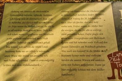 Tafel mit einer Geschichte zur Heckenmühle