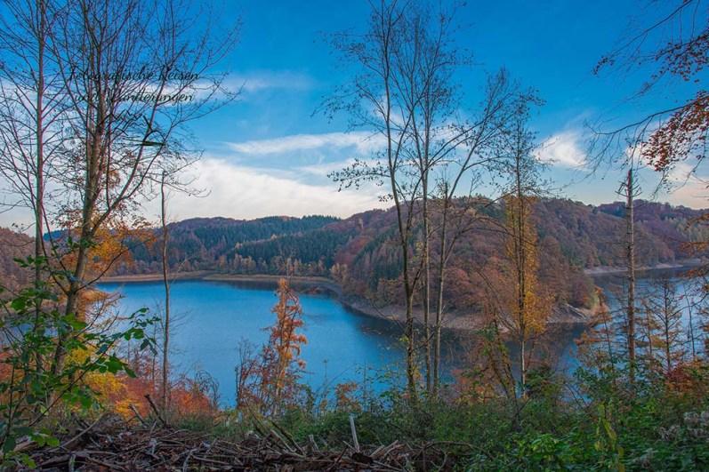 Netter Blick auf die Wahnbachtalsperre - Ohne Sonne im Herbst