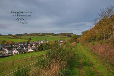 Wiesenweg oberhalb von Hausen Herbst im Wanderparadies bei Kempenich