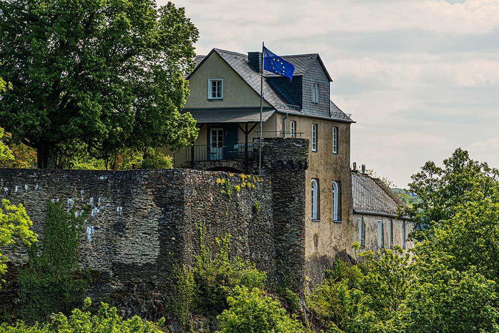 Blick auf Burg Schöneck von der Schwedenschanze