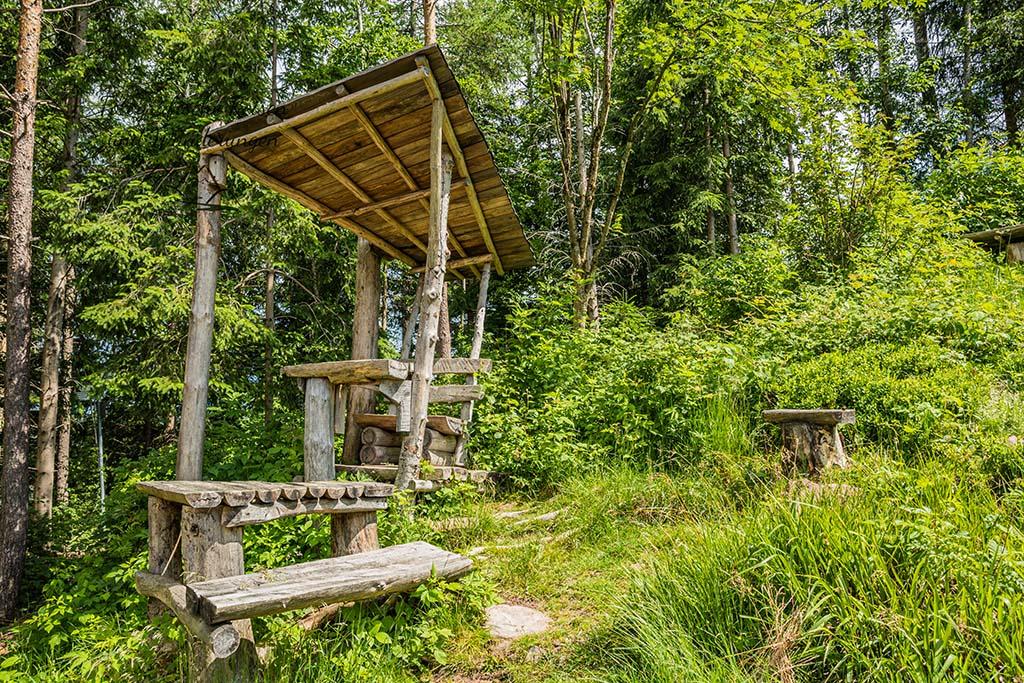Sitzmöbel in der schwarwälder Landschaft