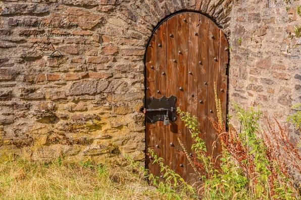 Geheimnisvolle Tür an der Ginsburg