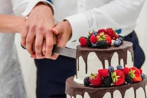 FOTO: Svatební zvyky krájení dortu