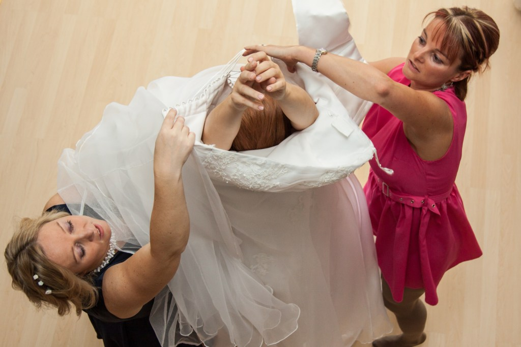 FOTO: Svatba oblékání