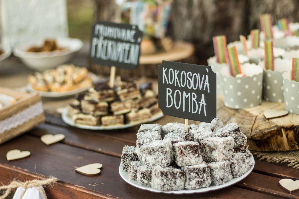 svatebni-sladky-bar