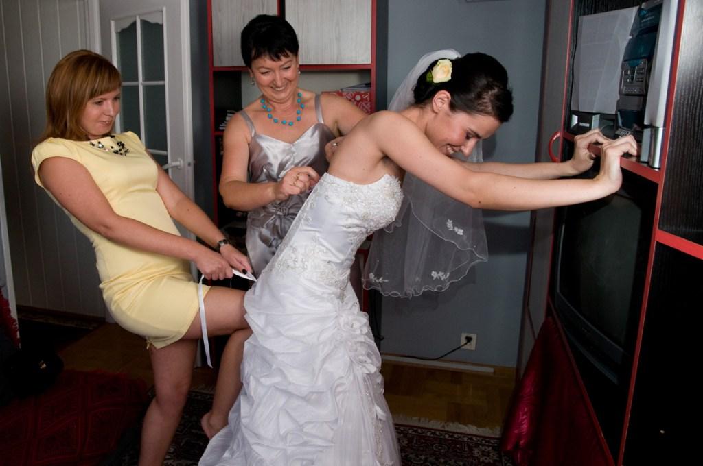 Zawiązywanie sukni