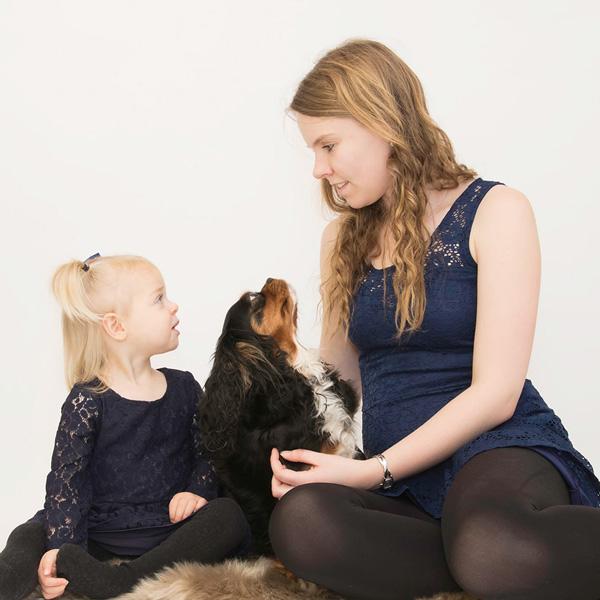 Mor med barn og hund